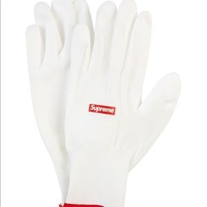 100% authentic Supreme Gloves